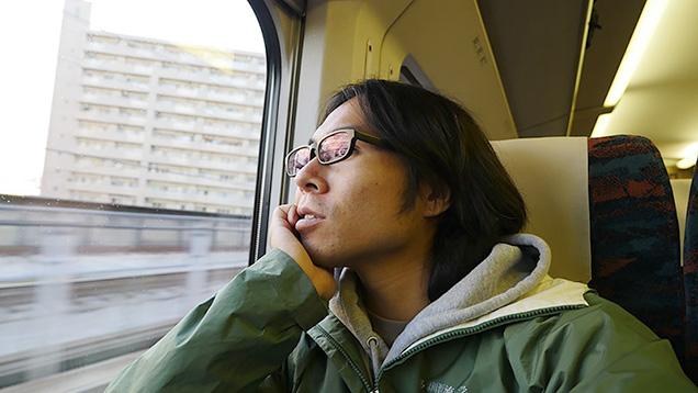 普段着に着替えて、東北新幹線で鳴子温泉へ向かう筆者