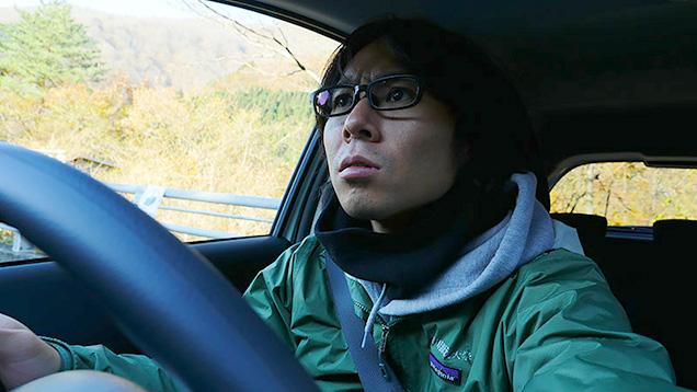 レンタカーを運転する筆者