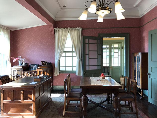 旧東奥義塾外人教師館の洋室