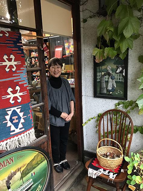 民芸店おくせの店主、奥瀬陽子さん