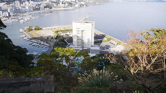 一大レジャー施設だった熱海後楽園の跡地に立つホテル