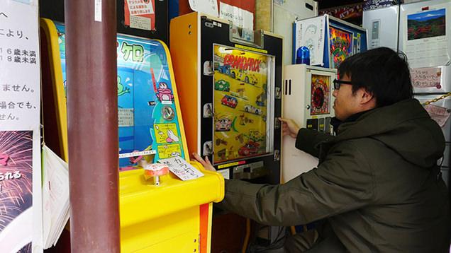 昔なつかしいゲーム機で遊ぶライター地主恵亮