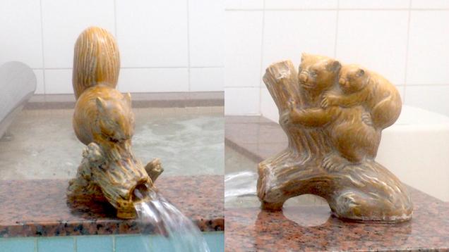 青森の銭湯「大福温泉」のリスと熊の湯口