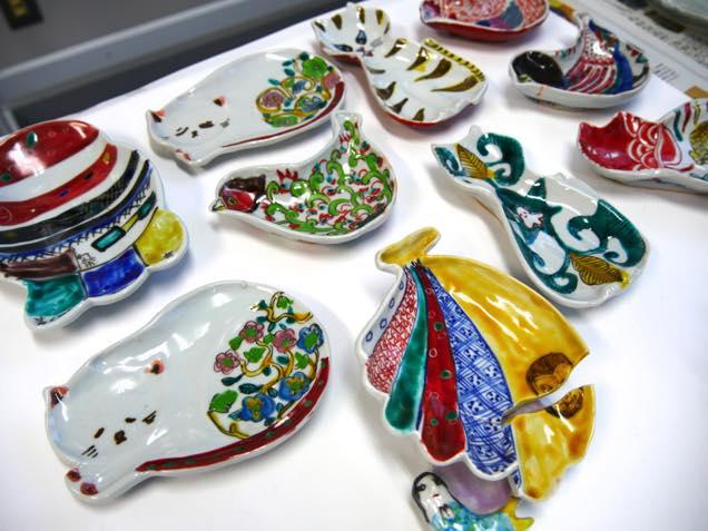様々な種類の九谷焼「色絵豆皿」