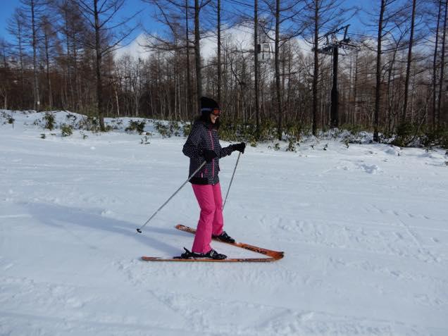 グランデコスノーリゾートのスキー教室で滑る日笠麗奈
