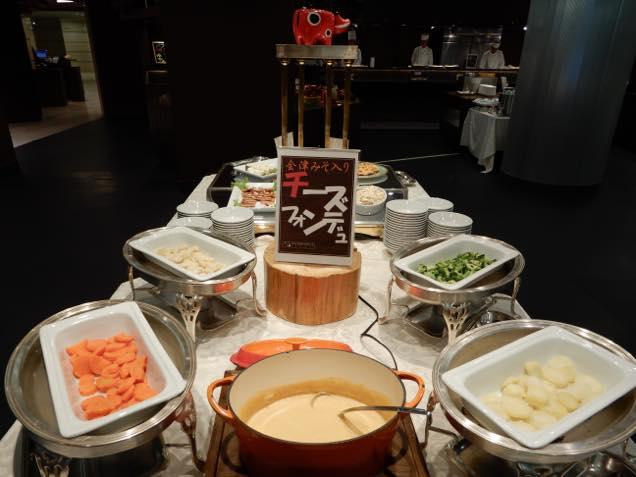 裏磐梯レイクリゾート内のレストラン「ヒバラダイニング」のチーズフォンデュ