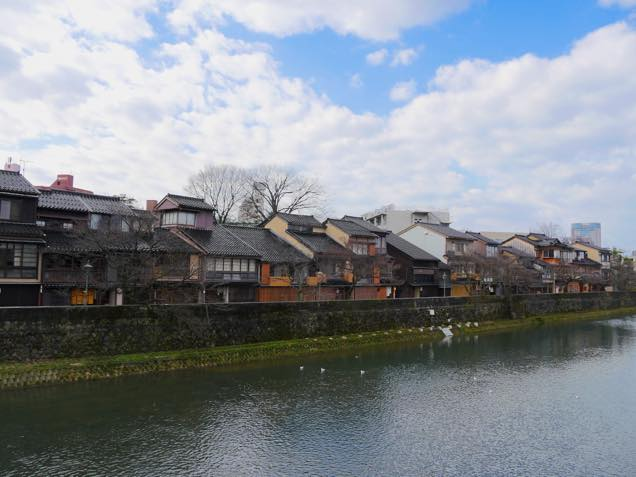 浅野川沿いの金沢「ひがし茶屋街」