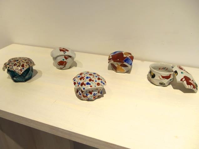九谷焼作家の赤池健陶さんが30年近く続けてきた蓋物作品の数々