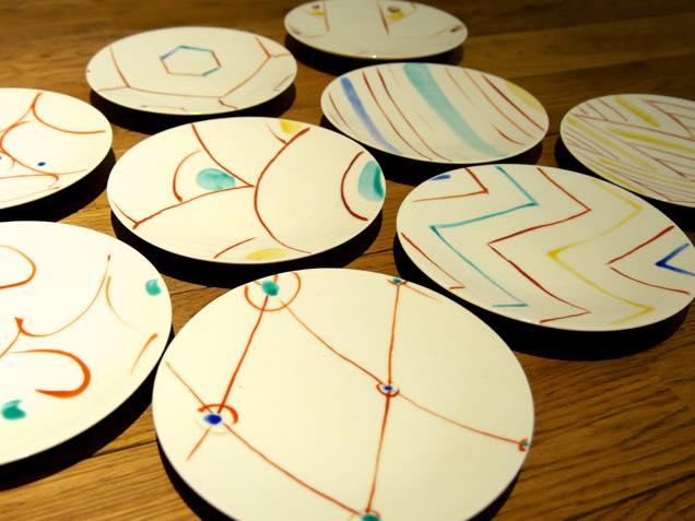 九谷焼作家の赤池健陶さんによる小皿作品の数々