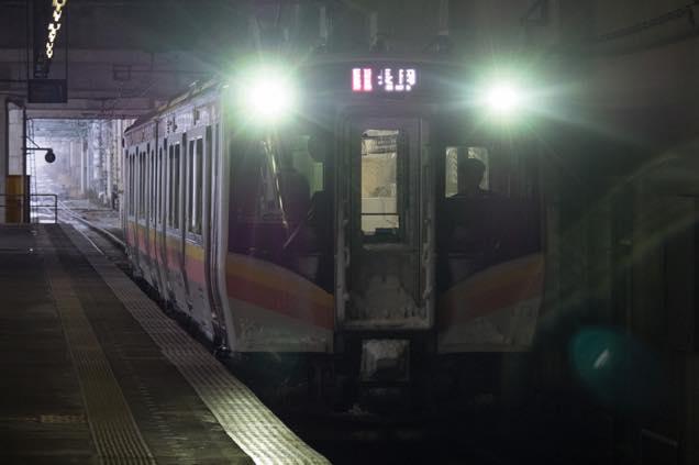 浦佐駅に入線してくる電車
