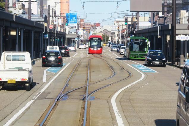 射水市を走る路面電車