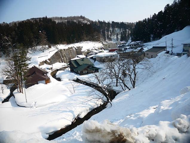 雪の中の銀山温泉