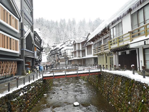 雪の銀山温泉