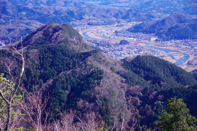葛城山山頂から見た城山