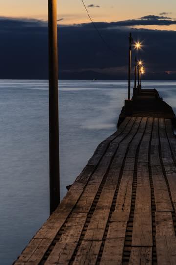 縦構図で切り取った、原岡海岸の夕暮れ時