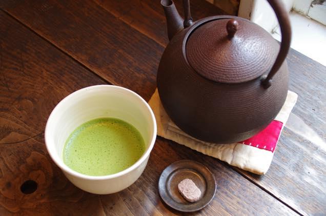 抹茶と鉄瓶