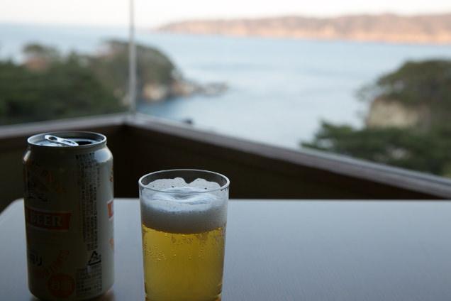 部屋からの風景とビール