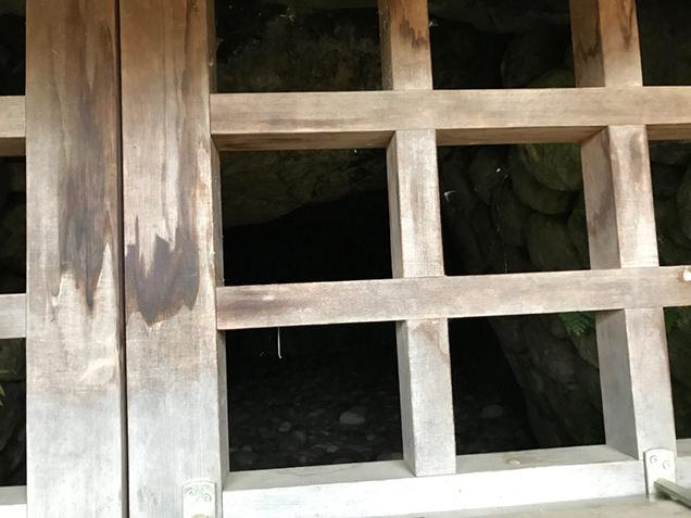 観音山古墳 石室入り口アップ