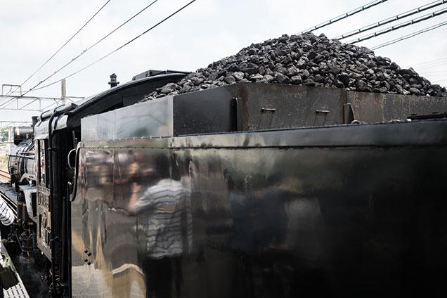 炭水車とそこに積まれている石炭