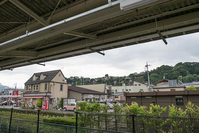 沼田駅から、沼田の台地上の街を見る