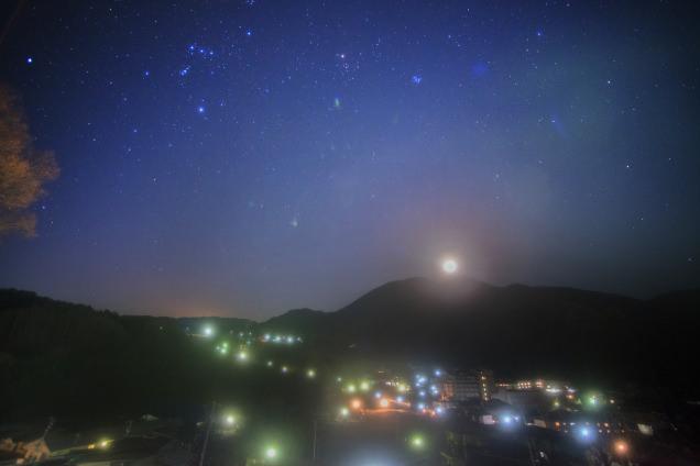 昼神温泉全景と星空(観光局上)