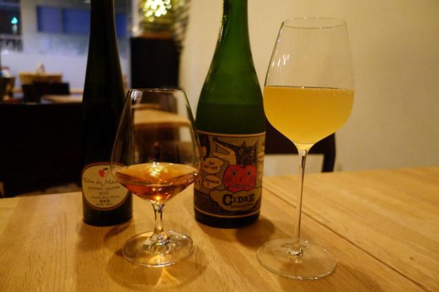 左は増毛町、右は函館、どちらも地元のりんごを使ったお酒
