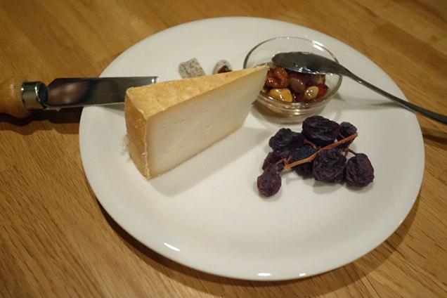 ヤギの熟成チーズ「ガロ」。土地の乳酸菌が自然なままに生きている、非加熱・生乳のチーズ