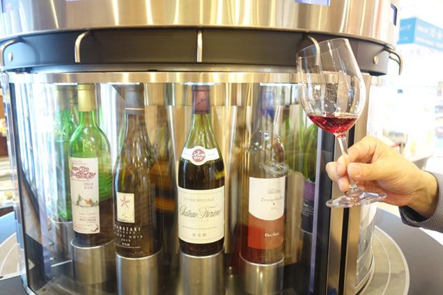 稲村屋店内のワインサーバー