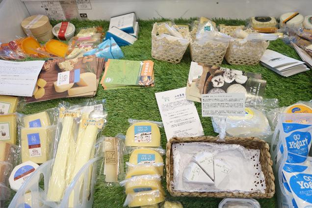 稲村屋店内のチーズ売り場