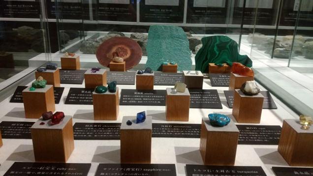 鉱物の展示