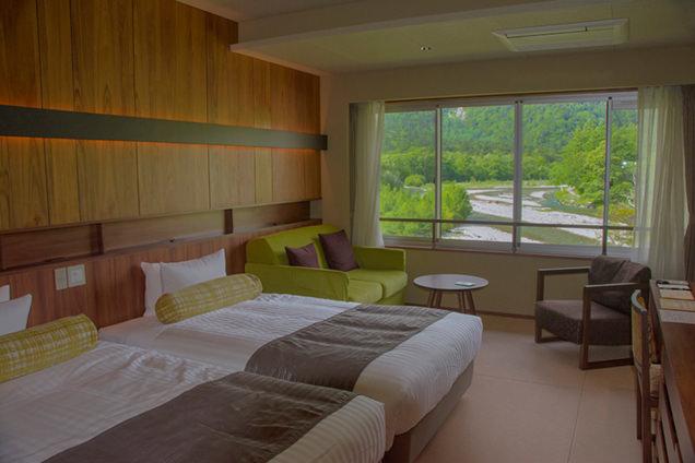 白樺荘の客室からの穂高連峰の眺め