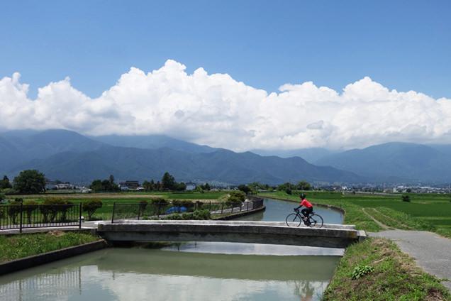 自転車道、山・川