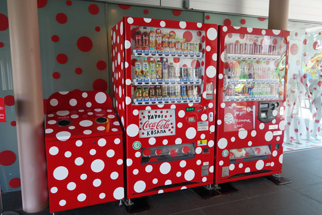 松本市美術館 水玉自動販売機