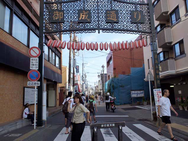 鎌倉駅西口 御成通り