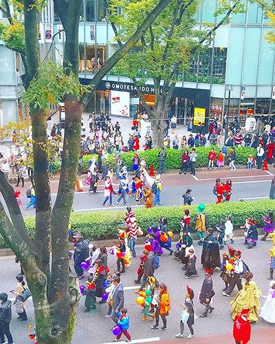 ハロウィンパレードは、仮装でとことん満喫!