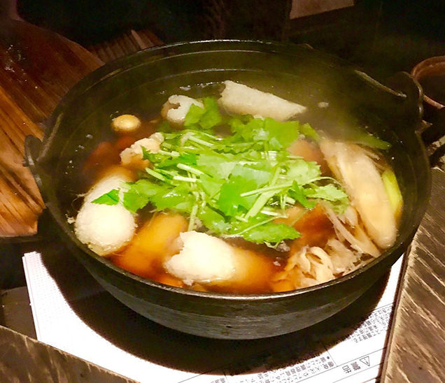 秋田県名物の「きりたんぽ鍋」