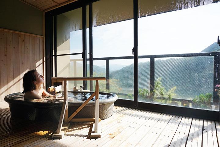 温泉で美肌に!知る人ぞ知る伊豆下田の秘湯とレトロカフェめぐりを満喫