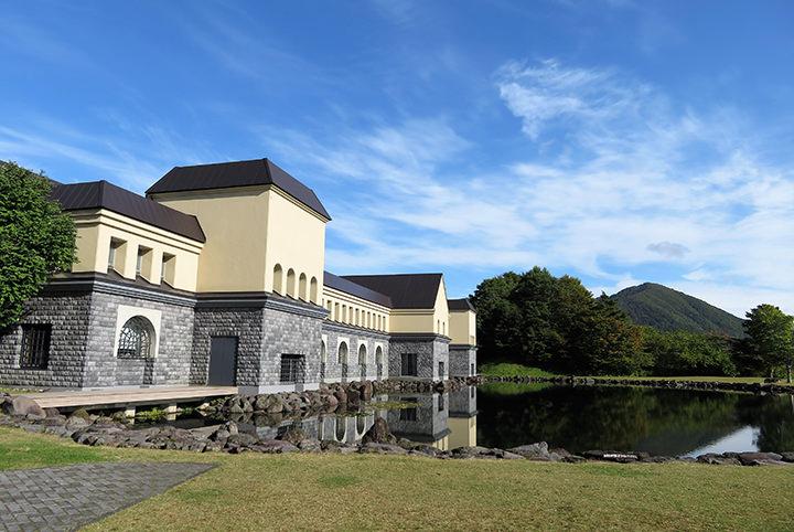 福島の個性派美術館へ。世界規模のダリ美術館は必見!