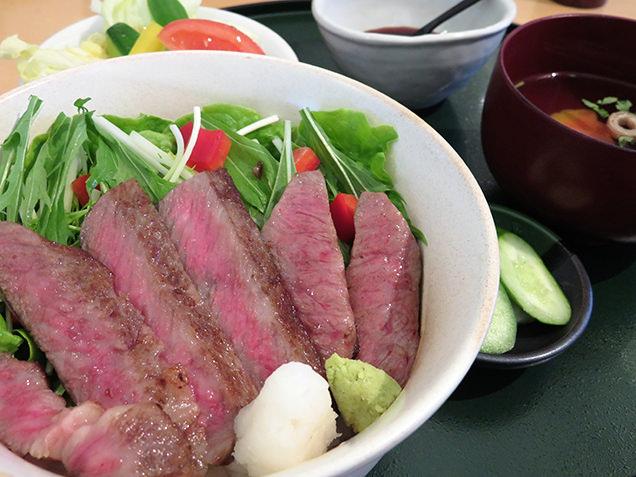レストラン源 特選前沢牛ステーキどんぶり。