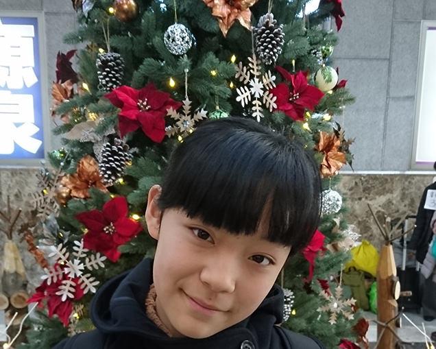 軽井沢駅 クリスマスツリーと長女