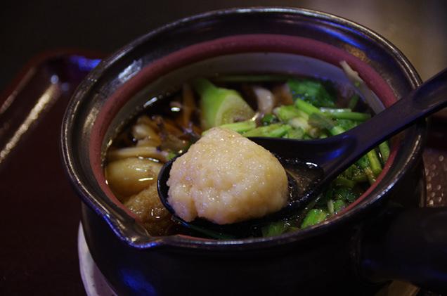 「山の芋」で作った団子が入った、仙北市のご当地鍋。