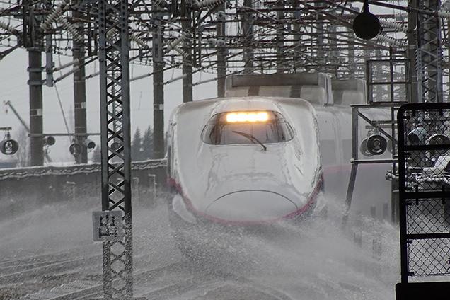 E2系「とき」東京行き、JR上越新幹線・長岡駅