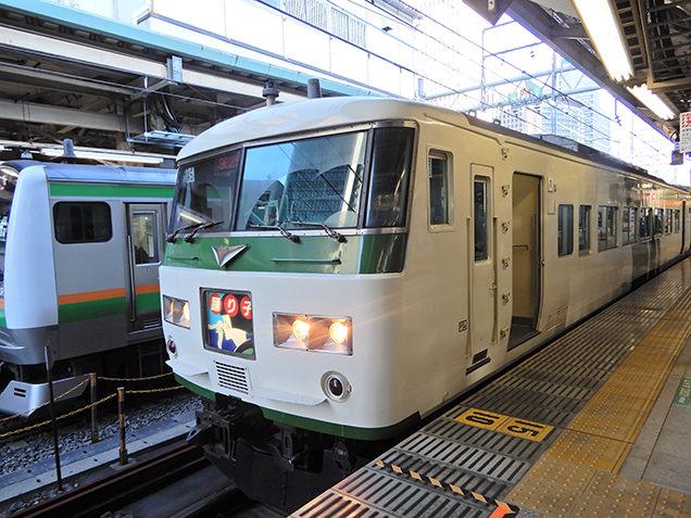 レトロかわいい列車「踊り子号」に乗り込み、揺られること約2時間半で河津駅のイメージ