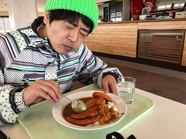 カレーハウスCoCo壱番屋 赤倉温泉スキー場内店 カレーを食べる金子さん