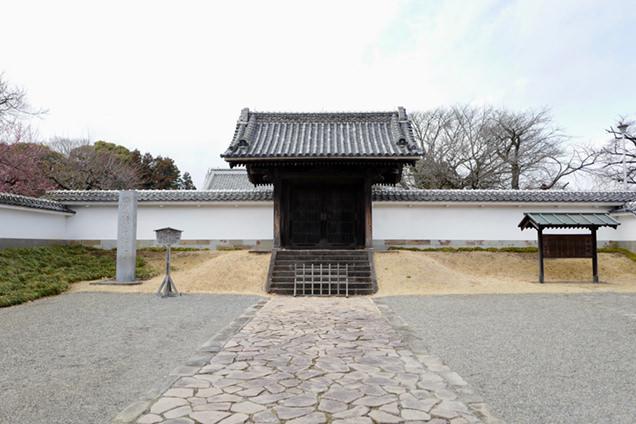 弘道館正門