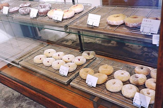dough-doughnuts ショーウインドー