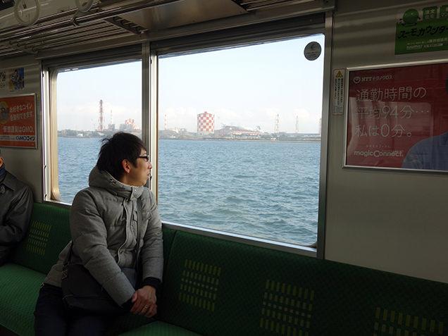 鶴見線 車窓からの海