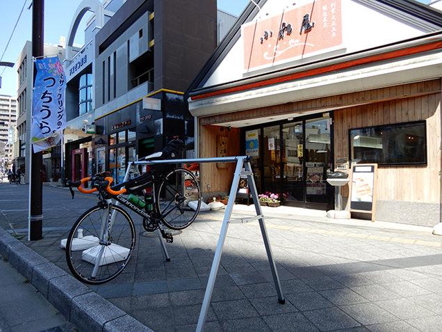 小松屋前 サイクルラック
