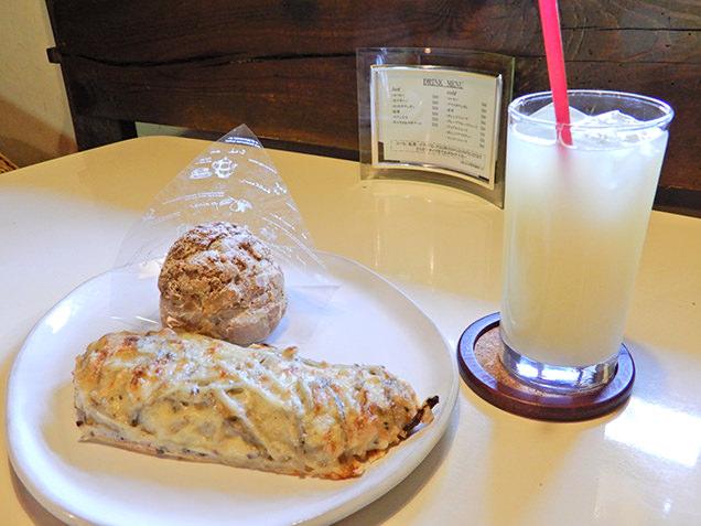 和のベーカリーカフェ 蔵日和 ごぼうチーズフランスとシュークリーム