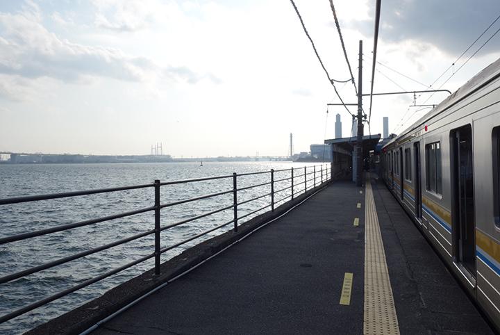 鶴見線の秘境駅探訪。出られない「海芝浦駅」、猫が集う「扇町駅」へ!
